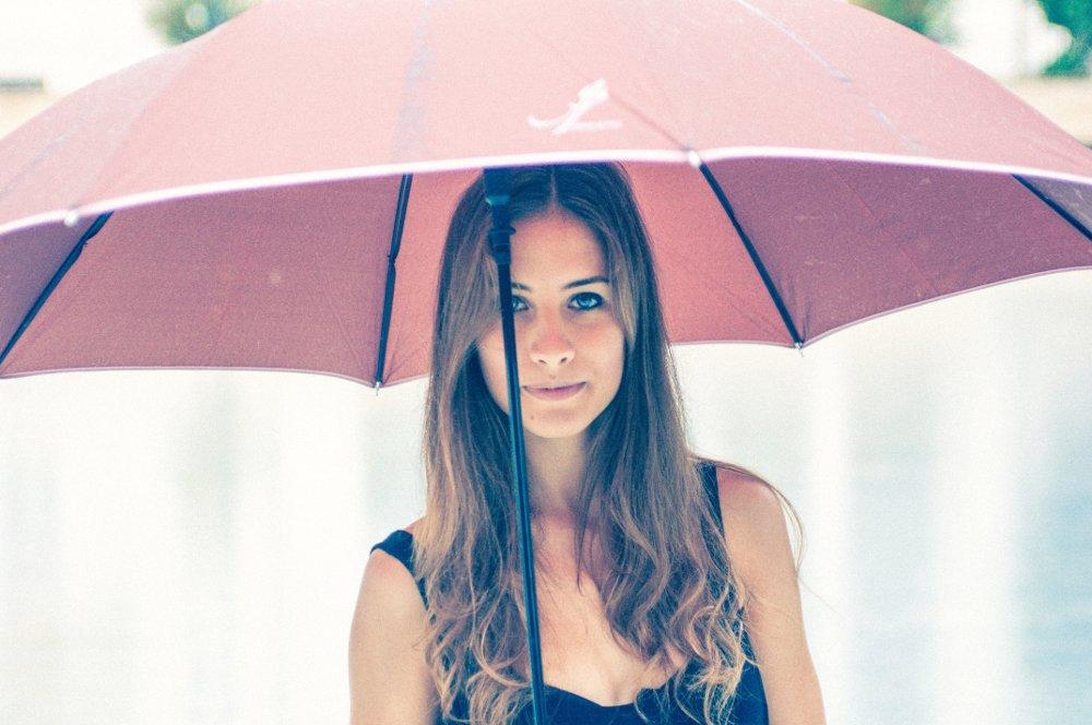 жената избира чадър